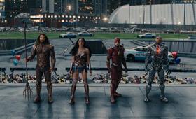 Justice League mit Gal Gadot, Ezra Miller, Jason Momoa und Ray Fisher - Bild 23