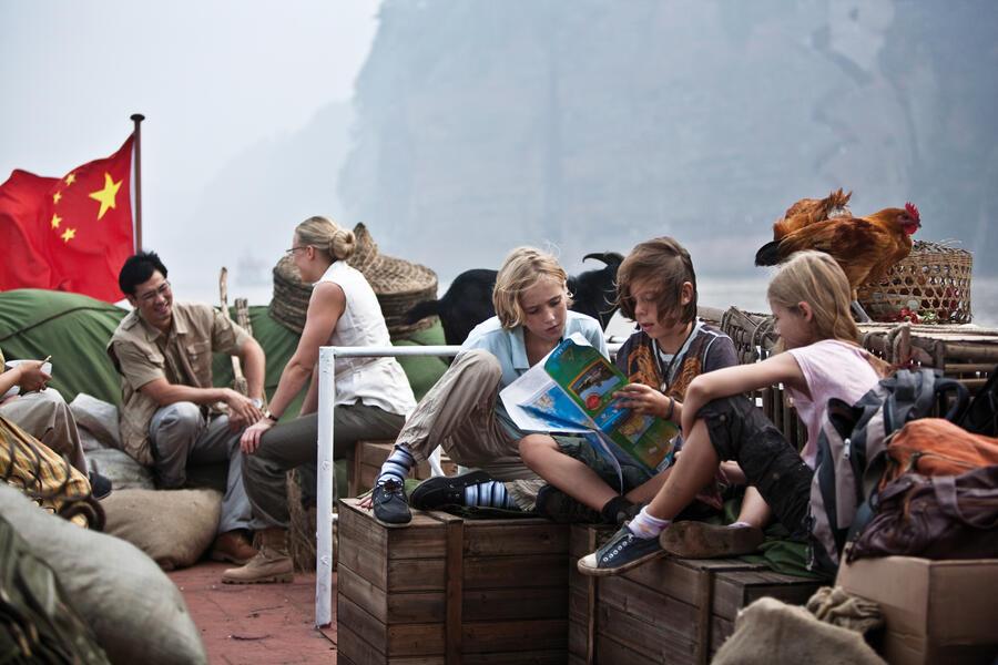 Das TIGER-TEAM (Justus Kammerer, Bruno Schubert, Helena Siegmund-Schultze) auf großer Fahrt zum Berg der 1000 Drachen.