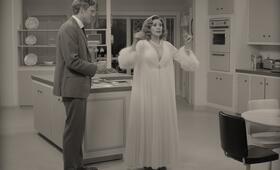WandaVision, WandaVision - Staffel 1, WandaVision - Staffel 1 Episode 1 mit Paul Bettany und Elizabeth Olsen - Bild 21