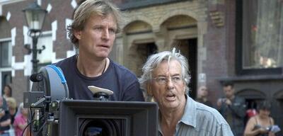 Paul Verhoeven (rechts) am Set von Black Book