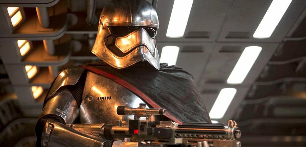 Captain Phasma in Star Wars: Episode VII - Das Erwachen der Macht