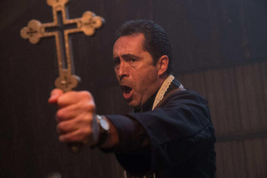 The Nun mit Demián Bichir