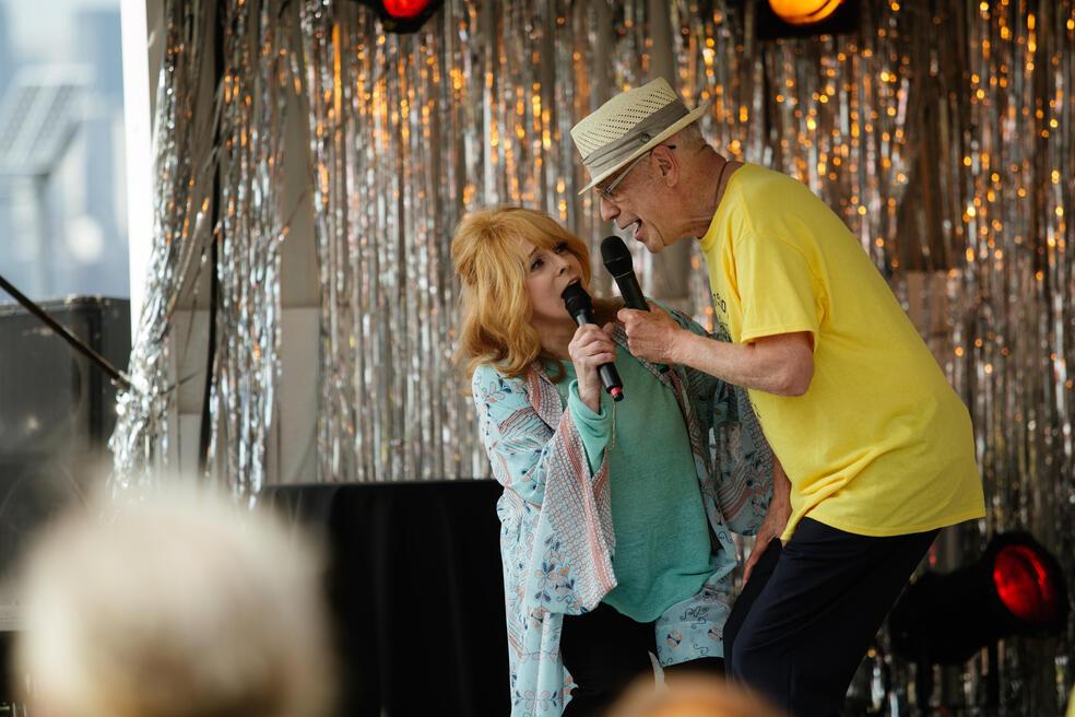 Abgang mit Stil mit Alan Arkin und Ann-Margret Olsson
