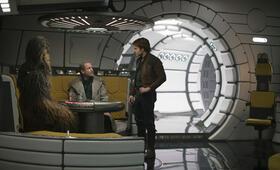 Solo: A Star Wars Story mit Woody Harrelson, Alden Ehrenreich und Joonas Suotamo - Bild 22