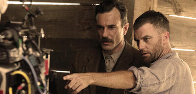 Paul Thomas Anderson mit Daniel Day-Lewis am Set von There Will Be Blood
