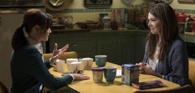 Rory (Alexis Bledel) und Lorelai (Lauren Graham) versöhnen sich im Finale von Gilmore Girls: Ein neues Jahr.