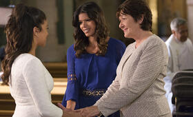 Staffel 2 mit Gina Rodriguez - Bild 31