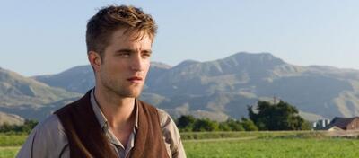 Robert Pattinson in Wasser für die Elefanten