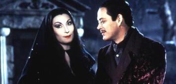 Bild zu:  Morticia und Gomez Addams