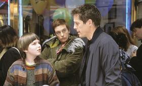 About a Boy oder: Der Tag der toten Ente mit Hugh Grant, Nicholas Hoult und Toni Collette - Bild 1