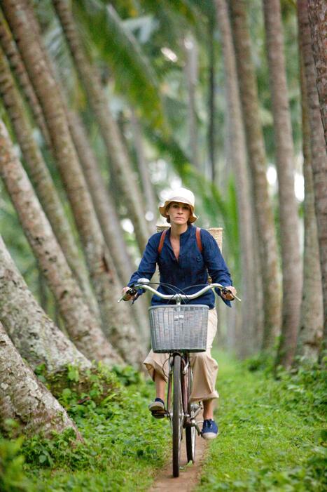 Elizabeth Gilbert (Julia Roberts) findet auf Bali viel Ruhe und Entspannung.