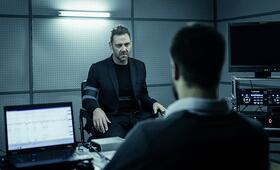 Dark Crimes mit Marton Csokas - Bild 1