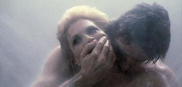 Angie Dickinson unter der Dusche in Dressed to Kill
