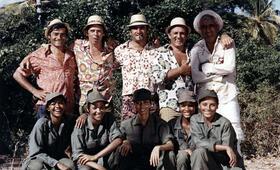 Die Entführer lassen grüßen mit Lino Ventura, Jacques Brel, Charles Denner und Aldo Maccione - Bild 1
