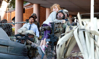 World Invasion: Battle Los Angeles mit Aaron Eckhart - Bild 1