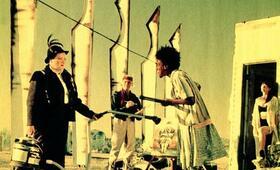 Out of Rosenheim mit CCH Pounder, Jack Palance, Marianne Sägebrecht und Christine Kaufmann - Bild 1