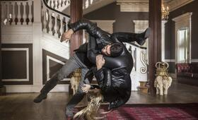 Accident Man mit Scott Adkins und Amy Johnston - Bild 17