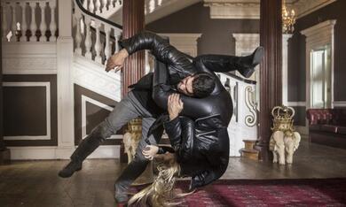Accident Man mit Scott Adkins und Amy Johnston - Bild 5