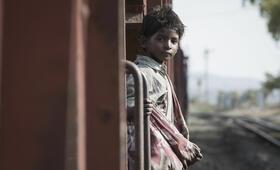Lion mit Sunny Pawar - Bild 3