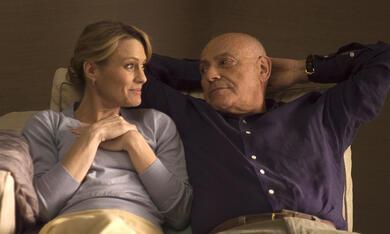 Pippa Lee (Robin Wright Penn) mit ihrem Mann Herb (Alan Arkin) in ihrem neuen Zuhause - Bild 8