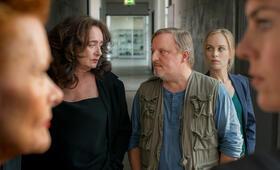 Tatort: Gott ist auch nur ein Mensch mit Axel Prahl, Friederike Kempter und Mechthild Großmann - Bild 1