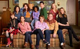 Roseanne Revival, Roseanne Revival - Staffel 1 mit John Goodman, Sarah Chalke, Sara Gilbert, Laurie Metcalf, Roseanne Barr, Emma Kenney, Alicia Goranson und Michael Fishman - Bild 96