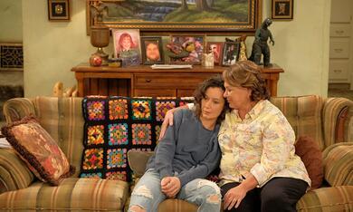 Roseanne Revival, Roseanne Revival - Staffel 1 mit Sara Gilbert und Roseanne Barr - Bild 9
