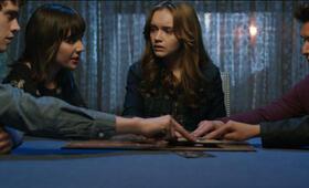 Ouija - Spiel nicht mit dem Teufel mit Olivia Cooke, Douglas Smith, Bianca A. Santos, Ana Coto und Daren Kagasoff - Bild 2