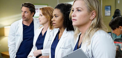 Grey's Anatomy - Nathan Riggs, April Kepner, Stephanie Edwards und Arizona Robbins blicken Staffel 14 entgegen