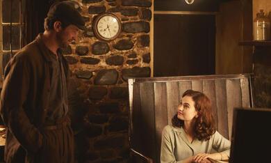 Deine Juliet mit Lily James und Michiel Huisman - Bild 2