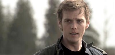 Jake Abel als Adam Milligan