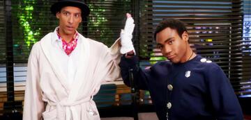 Troy und Abed beim Cosplay von Inspector Spacetime