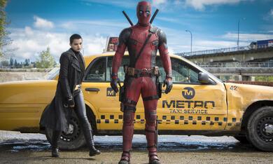 Deadpool mit Ryan Reynolds und Brianna Hildebrand - Bild 4