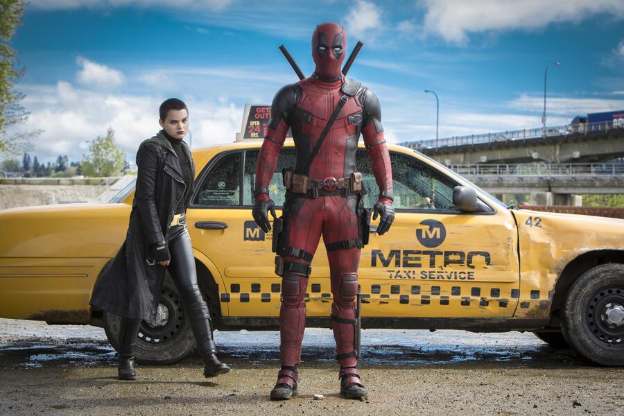 Deadpool mit Ryan Reynolds und Brianna Hildebrand