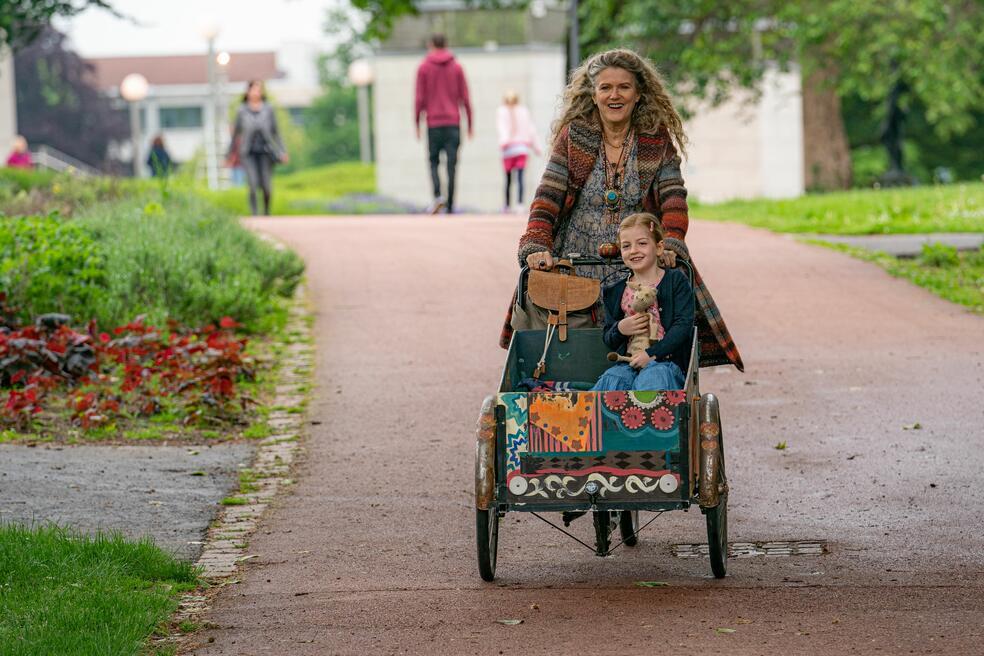 Enkel für Anfänger mit Barbara Sukowa und Luise Gleich