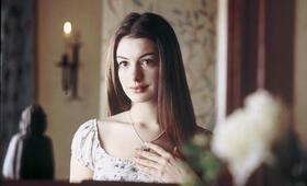 Anne Hathaway in Ella - Verflixt & zauberhaft - Bild 99