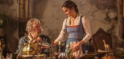 Die Schöne und das Biest mitKevin Kline und Emma Watson