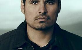 Michael Peña in Graceland - Bild 76