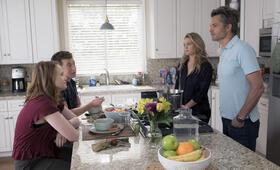 Santa Clarita Diet - Staffel 2 mit Drew Barrymore und Timothy Olyphant - Bild 17