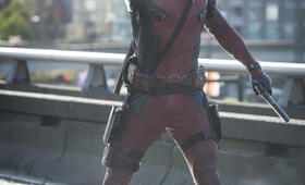 Deadpool mit Ryan Reynolds - Bild 7