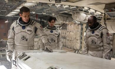 Interstellar mit Matthew McConaughey und Anne Hathaway - Bild 3