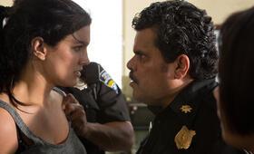In the Blood mit Gina Carano und Luis Guzmán - Bild 17