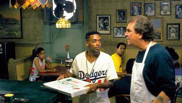 Mookie (Spike Lee) bei der Arbeit in Sals (Danny Aiello) Pizzeria