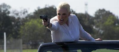 Brigitte Nielsen sollten wir vielleicht nicht zwangsweise eine Waffe in die Hand drücken