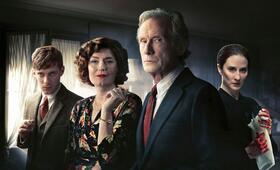 Tödlicher Irrtum, Tödlicher Irrtum - Staffel 1 mit Bill Nighy, Luke Treadaway, Anna Chancellor und Morven Christie - Bild 17