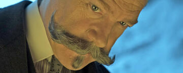 Der Bart in Branaghs bevorzugter Umgebung: einem schiefen Winkel
