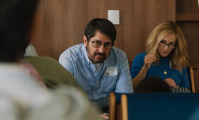 The Big Sick mit Holly Hunter und Ray Romano - Bild 15