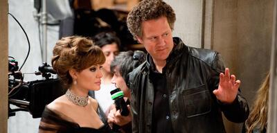 Florian Henckel von Donnersmarck und Angelina Jolie am Set von The Tourist