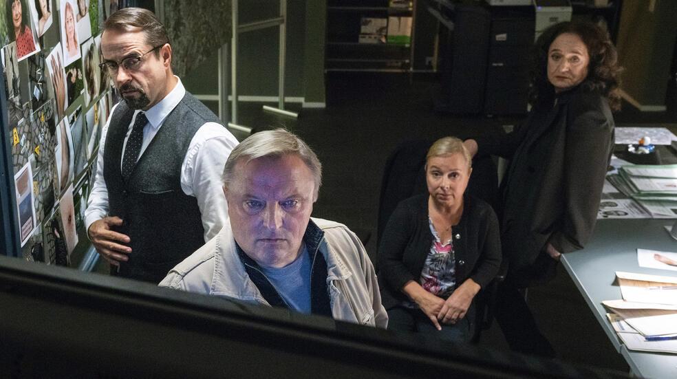 Tatort: Spieglein, Spieglein mit Jan Josef Liefers, Axel Prahl, Christine Urspruch und Mechthild Großmann