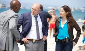 Rosewood Staffel 1 mit Morris Chestnut und Jaina Lee Ortiz - Bild 47